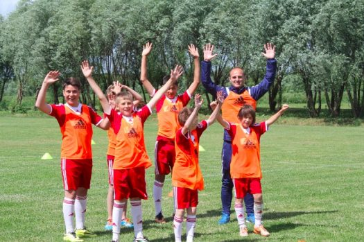 MacChoco supports young athletes in children's football camp Ajax Camps