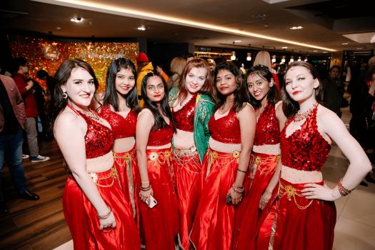 Современный Bollywood вместе с MacCoffee